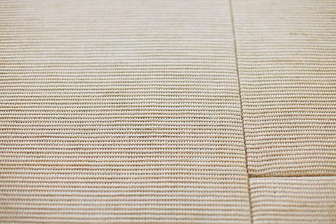 麻畳柔らかな触れ心地と丈夫さを兼ね備えた麻畳。家具を置いて洋室のように使うことも。